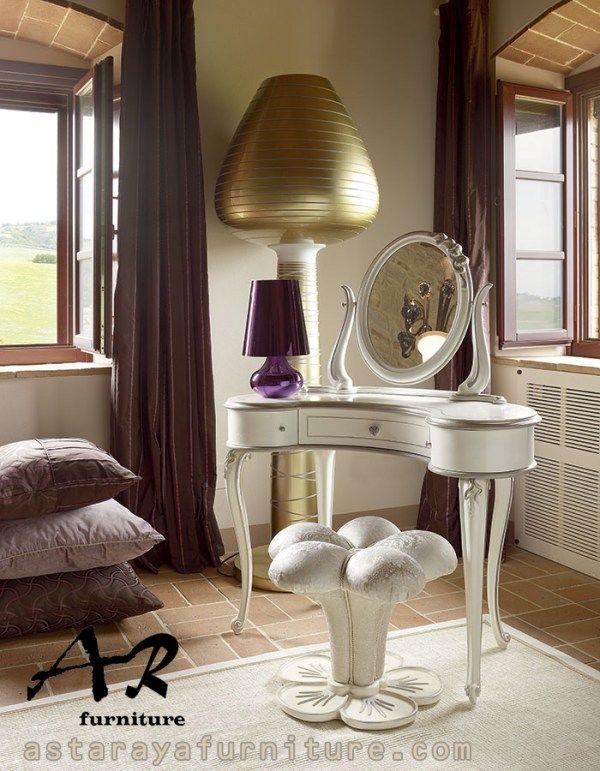 Meja Rias Bunga Minimalis Furniture
