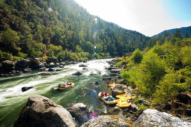 Lunch stop along the Rogue River in southern Oregon