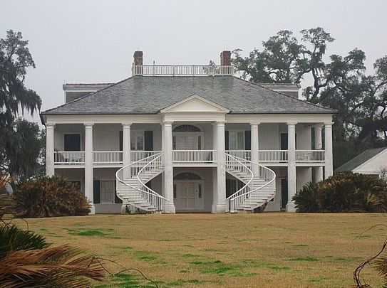Southern plantations reside at evergreen plantation for Southern plantation house