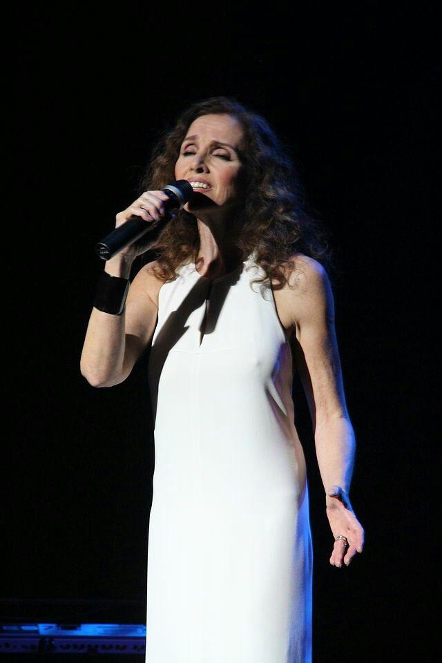 Ana Belén, española.