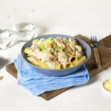 Oppskrift på Pasta med kylling og nøtter i fløtesaus