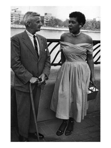 Billie Holliday et l'écrivain William Faulkner - 1956 Photographie de Moneta Sleet sur AllPosters.com