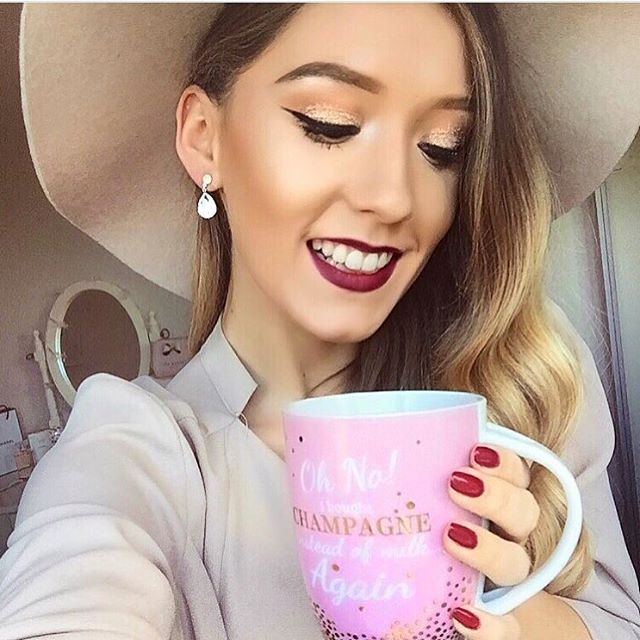 Starting the day with a #selfiewithasmile and some gorgeous #benefitbrows! Loving this look from @itslittlelauren using brow-zings and ready, set, brow! #beauty #benefit