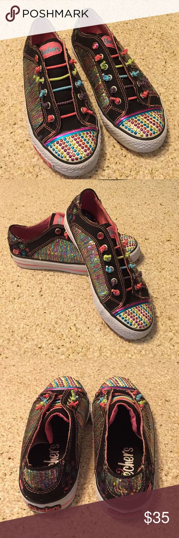Like New Condition Skechers Twinkle Toes Size 4 Twinkle Toes by Skechers Size 4 Sneakers. Only worn for a few hours, pristine condition! Lots of bling will add flair to any tween girls outfit! 🤩 Skechers Shoes Sneakers