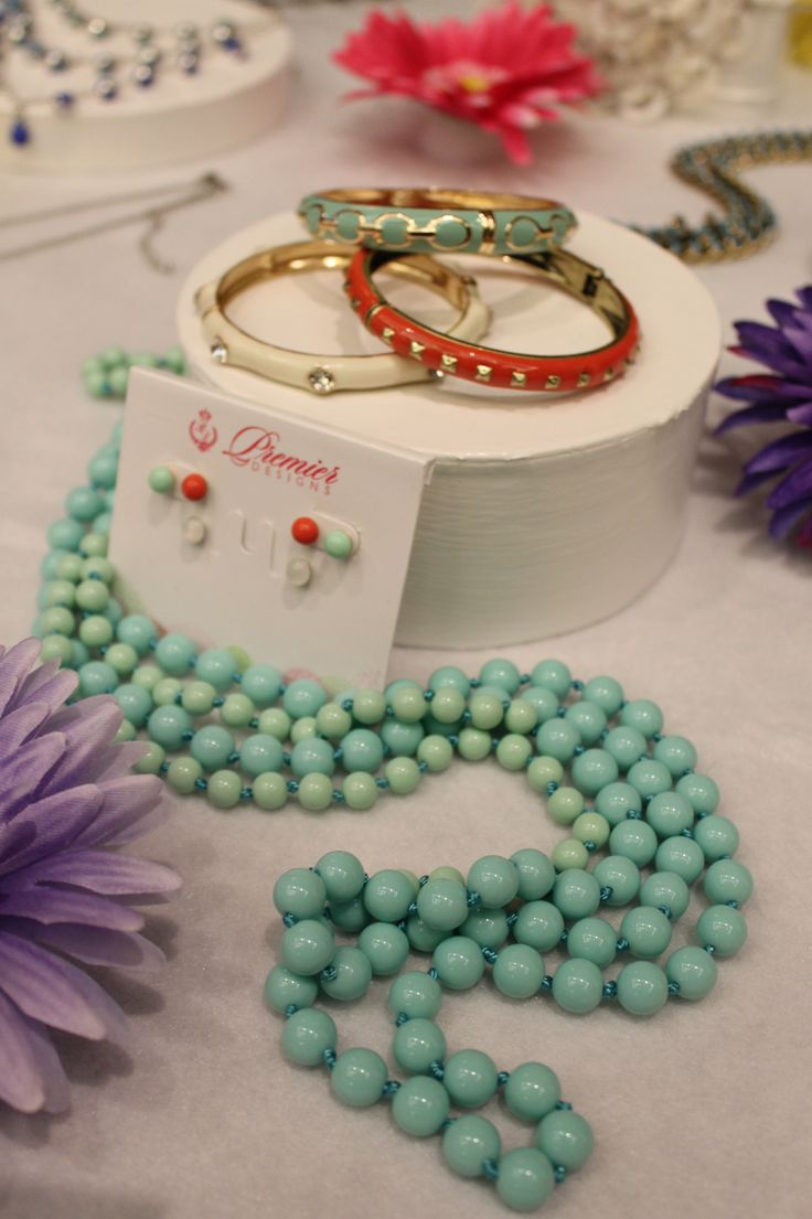 #PremierDesigns Spring/Summer Collection sure stands out on a white table!
