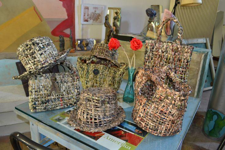 la serie dei cappelli e delle borse di CARTA