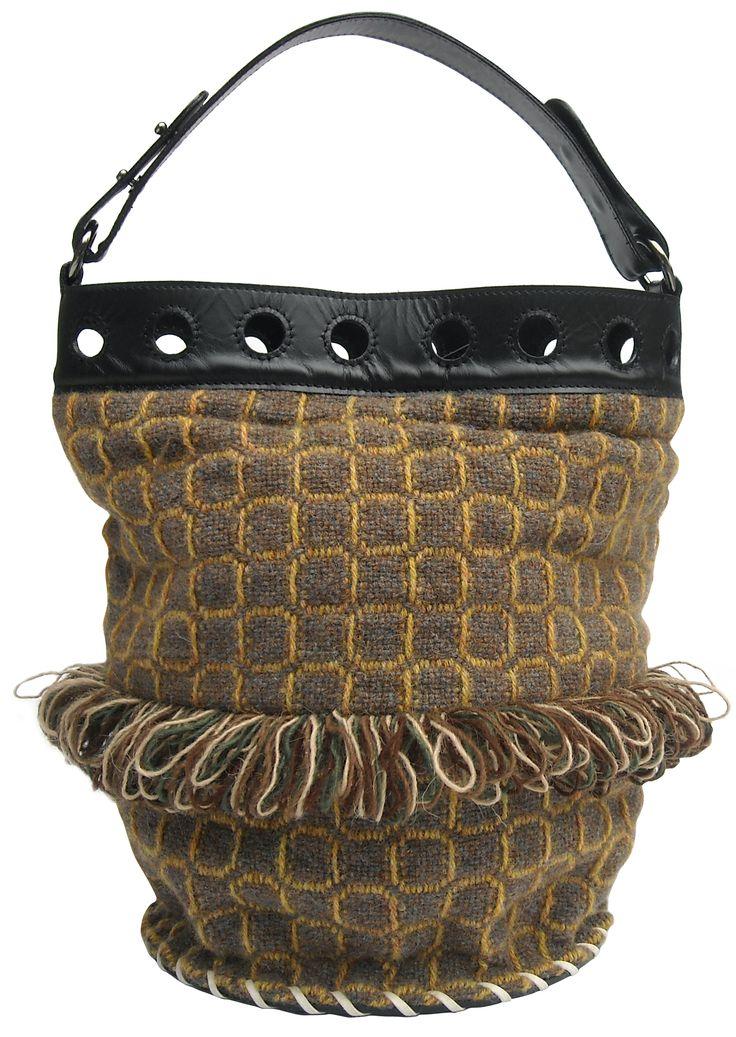 Sirena Winter bag in handwoven fabric nuba gold. 100% shetland wool. leather handle