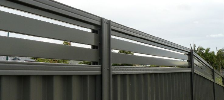 Stylish Colorbond® slat screens offering cool flow-through breezes & total privacy. 10 year warranty. Call 1300 336 237 toll free. National Delivery.