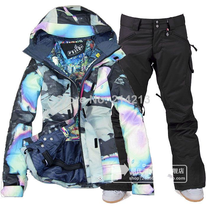 Going to have to buy some snow and cold weather gear… Volcom snow set <3