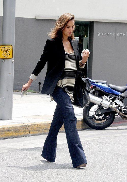 Jessica Alba maternity look
