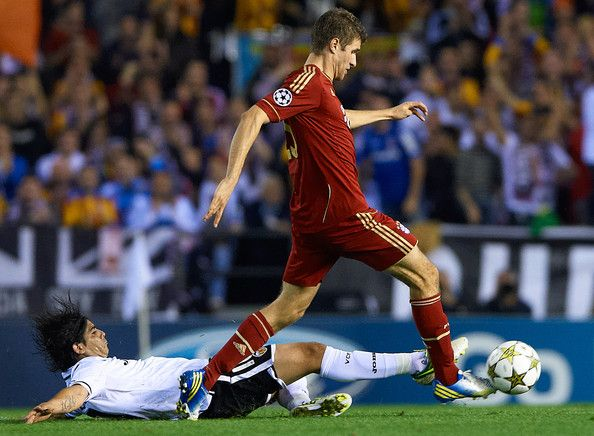 Thomas Muller of Bayern Muenchen (R) is challenged by Ever Banega of Valencia during the UEFA Champions League group F match between Valencia CF and FC Bayern Muenchen at Estadio Mestalla on November 20, 2012 in Valencia, Spain.