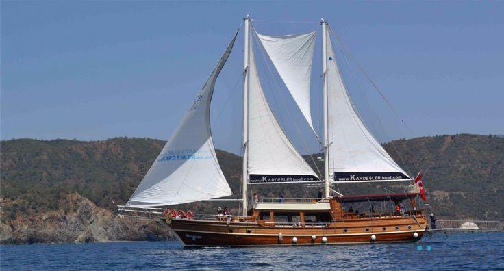 12 Adalar Yelkenli Tekne Turu