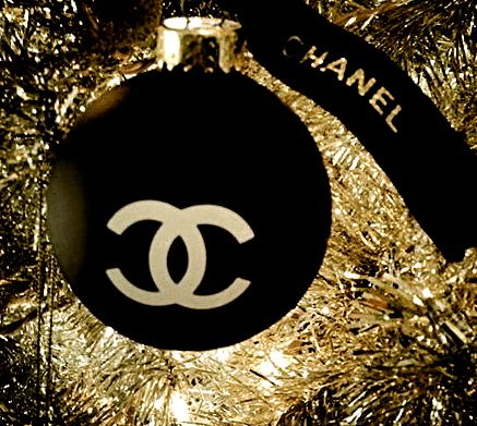 CHANEL - via: chic-vouge-chanel - Imgend luxury christmas. Best interior trends for your home.