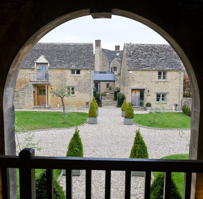 The Swan at Southrop is a quintessential English village pub part of Thyme and the Southrop Manor Estate. The food is homemade from homegrown ingredients. Fresh vegetables, herbs and eggs are collected daily from the estate kitchen gardens and the menu combines good wholesome food with more innovative flavours. Foodies may be interested in the Cookery School onsite offering demonstrations, tastings, talks, garden tours, forages & cookery classes.