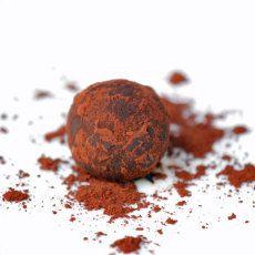 Dadelkugler lavet på dadler og kakao - Se opskriften her