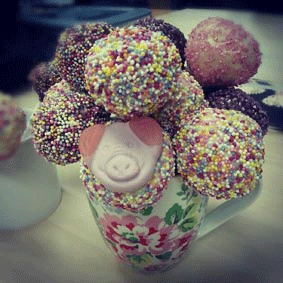 Cake pop recipe for beginners, complete with Percy Pig...YUM!
