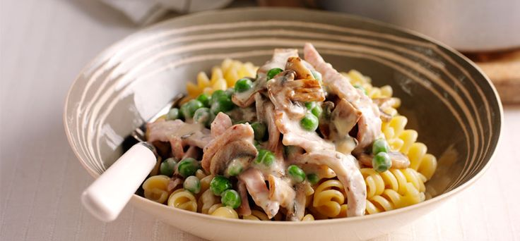 Philadelphia Recipe - Creamy Bacon and Mushroom Pasta  I have to have it without the cream but it is a firm fave in our house always gets eaten. Bonus is we always have these staples in! pasta, bacon, onion, garlic, mushrooms and cream