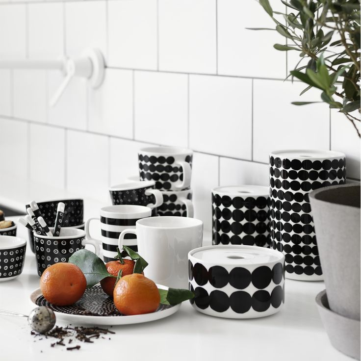 Putting away dry ingredients is more fun with the Marimekko Siirtolapuutarha Storage Jar. Add a pop of pattern to your kitchen with this playful stoneware jar designed by Sami Ruotsalainen.
