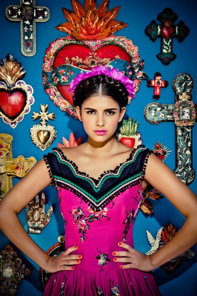 les 26 meilleures images du tableau frida kahlo fashion sur pinterest le style mexicain. Black Bedroom Furniture Sets. Home Design Ideas