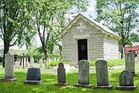 Mauselée de Louis-Joseph de Montcalm, // Personnalités enterrées dans ce cimetière de l'Hôpital-Général de Québec : Jean-Baptiste de La Croix de Chevrières de Saint-Vallier, François-Clément Boucher de La Perrière, Louis-François Renaud d'Avesnes des Méloizes.