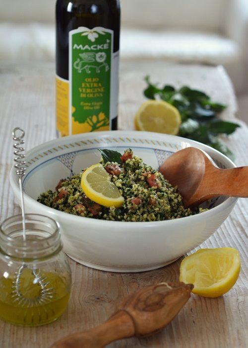 Il tabbouleh (o tabouleh, ma anche tabulè) è un piatto di origini libanesi, facilissimo da preparare (anche in anticipo) e ideale nelle calde giornate estive. Quando preparate un buffet di f...