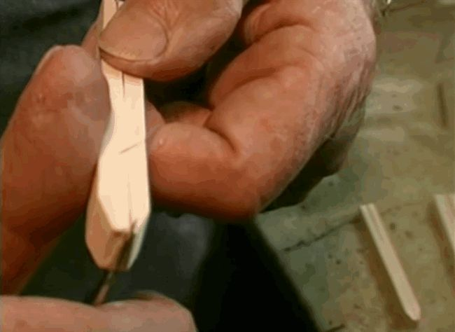 Ingenious Carver Creates A Pair Of Pliers With Just 10 Cuts Into A Block Of Wood