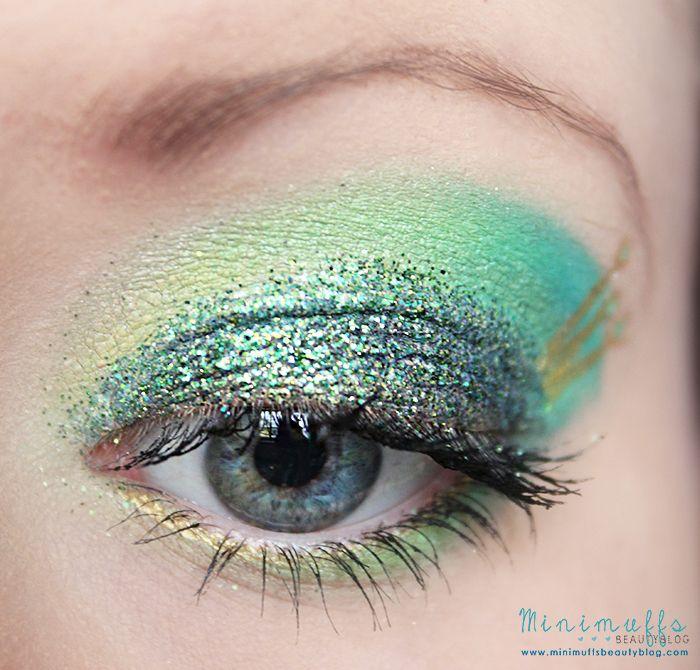 Guten Abend ihr Lieben! :) Wie ihr bestimmt schon mitbekommen habt, bin ich momentan emsig am Augenmake-ups schminken , weil ich es einfach ...