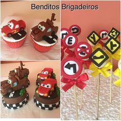 Cupcakes, pães de mel e brigadeiros no palito para festa Carros Disney. #benditosbrigadeiros ...