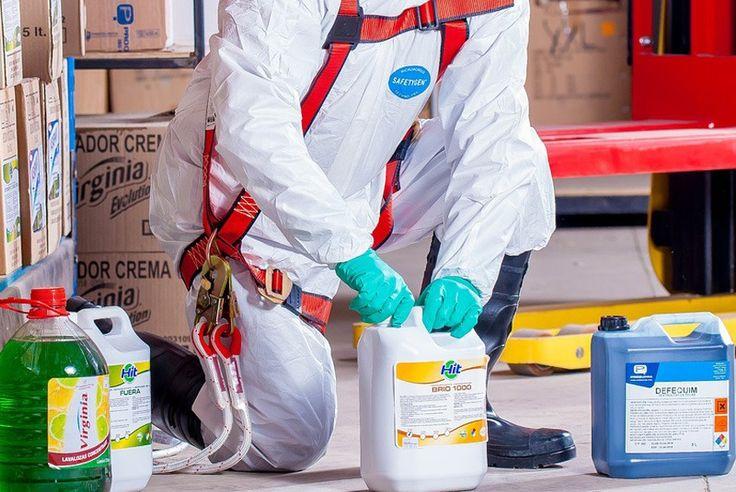 Zasady BHP dokładnie określają w jaki sposób należy dbać o zdrowie pracowników. Jednym z działów tematyki BHP jest chemia stosowana do utrzymywania odpowiedniej higieny oraz czystości na miejscu pracy. Zasady te dokładnie określają jakie produkty powinny znajdować się na stanowisku pracy lub w odpowiednio dostosowanych pomieszczeniach.