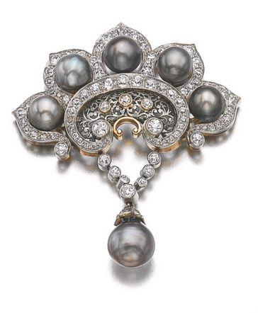 Artigianato di Canélie: spilla di perle e diamanti.