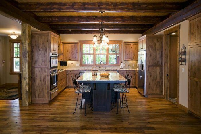 cocinas rusticas de obra, cocina grande oscura con lámpara de araña