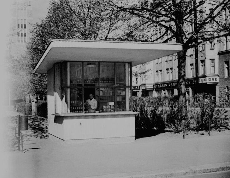 Kioski Karhupuistossa Helsingin kaupunginmuseo Väinö Kannisto 1945
