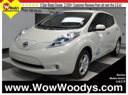 Wow, if you are a commuter you are in luck!! Check out this 2011 #Nissan #Leaf, this baby is fully electric!! That means NO GAS NEEDED, WOW, think about how much money you will save! #electric #nissanleaf #usedcar #carforsale #wowoodys #carshopping #KCdealership http://www.wowwoodys.com/car/171200/2011_Nissan_LEAF_SL_e