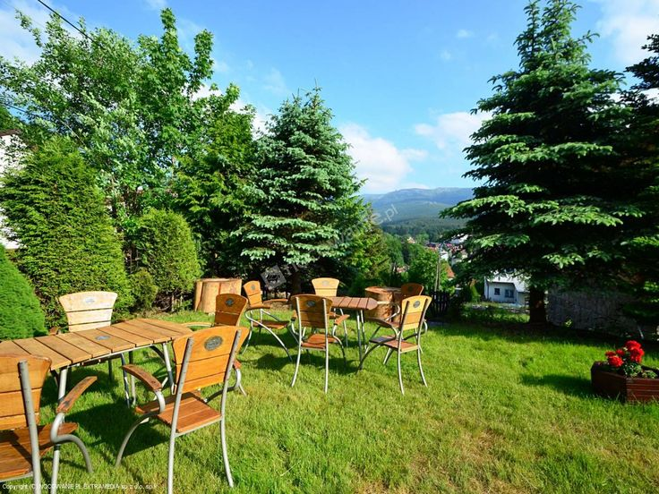 Pensjonat Mona znajduje się w samym centrum Szklarskiej Poręby Górnej. Więcej informacji na: http://www.nocowanie.pl/noclegi/szklarska_poreba/pensjonaty/26515/ #nocowaniepl