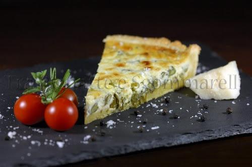 Crostata di frolla al pecorino, con asparagi e mascarpone