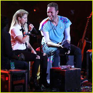 Chris Martin & Shakira Duet In Spanish at Global Citizen Festival – Watch Performances Here!