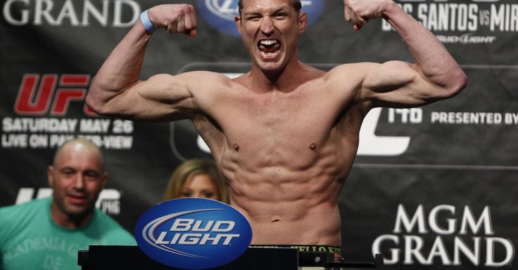 Mayhem Miller Is Live Tweeting His Standoff With Police In California Mma Fighters Ufc Miller