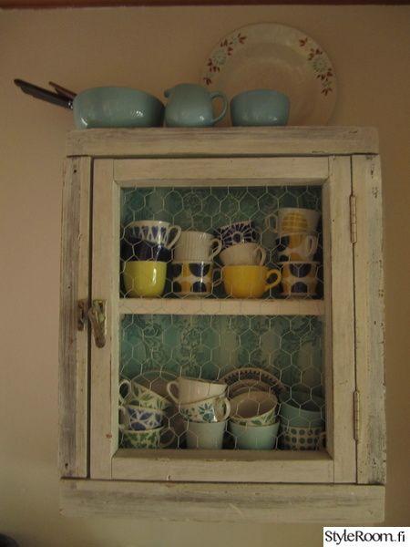 arabia,astiat,vanha ikkuna,tapetti,keittiö