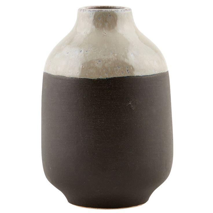 Earth vas från House Doctor. En vacker vas som är tillverkad i lera. Vasen har en avlå...
