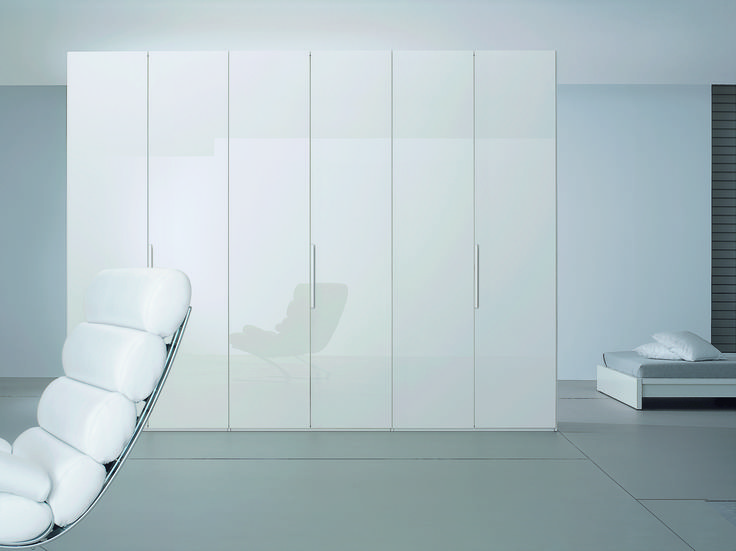 Add beauty and space to your room with Niemann's stunning high gloss in white.