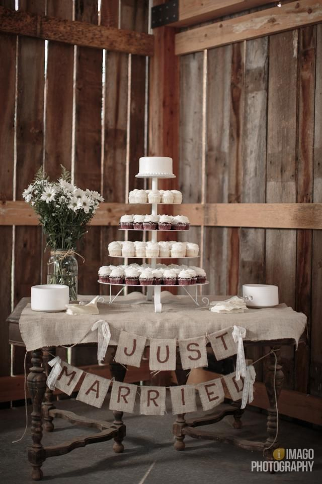 Barn wedding cupcake table