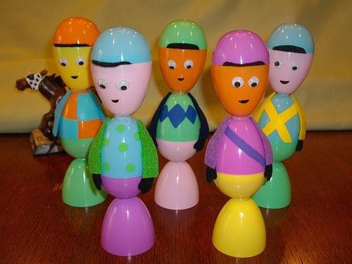 Plastic egg jockeys for the Kentucky Derby- Tutorial emagee
