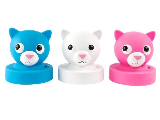 Lampka nocna w kształcie kotka pomoże Twojemu dziecku przetrwaćniejedną koszmarną noc zwłaszcza w nowym pokoju.