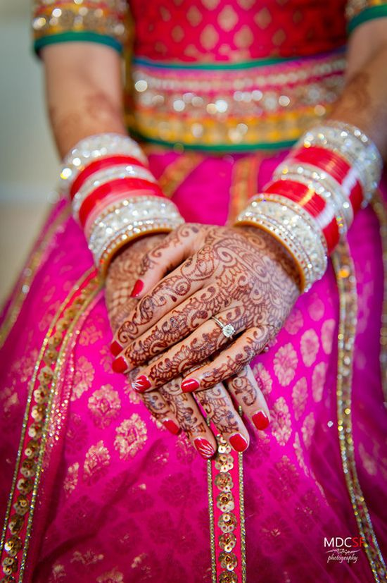 Gorgeous henna tattoos for a Indian wedding, combine with a wedding saree.