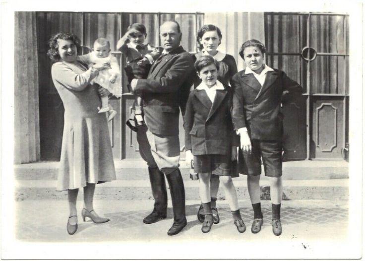 Cartolina Mussolini con famiglia originale anni50 Ediz. Flamigni Luigi Predappio