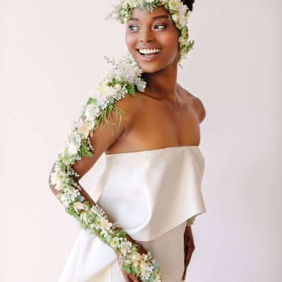 With Susan Mcleary S Online Flower Design Tutorials Learn Step By Step How To Make Updated Floral Floral Design Classes Floral Hair Crown Diy Wedding Flowers