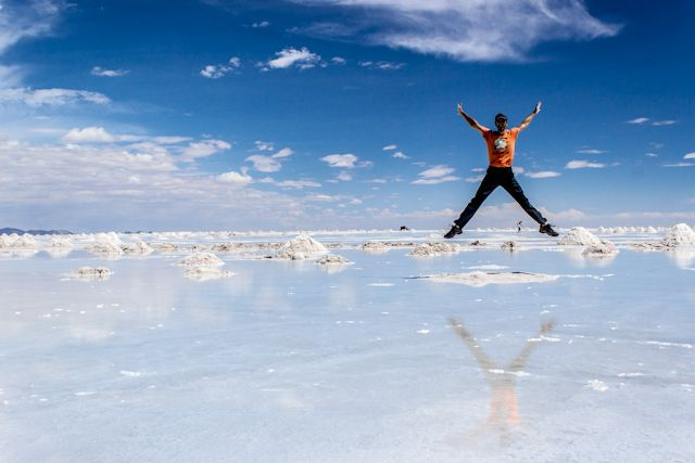 Como para todos los países de Sudamérica que hemos visitado, aquí os dejamos nuestras recomendaciones para viajar a Bolivia, un país que, a pesar de ser uno de los menos visitados de Sudaméricatiene costumbres, ciudades y paisajes increíbles, entre ellos el Salar de Uyuni, una de las maravillas del continente.