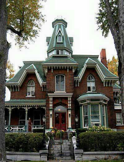 Queen Anne-This house has brick as its exterior, and has a pointy structure at the top of the house, and has parts of the house that are circular. This house was very popular during the 1700's.