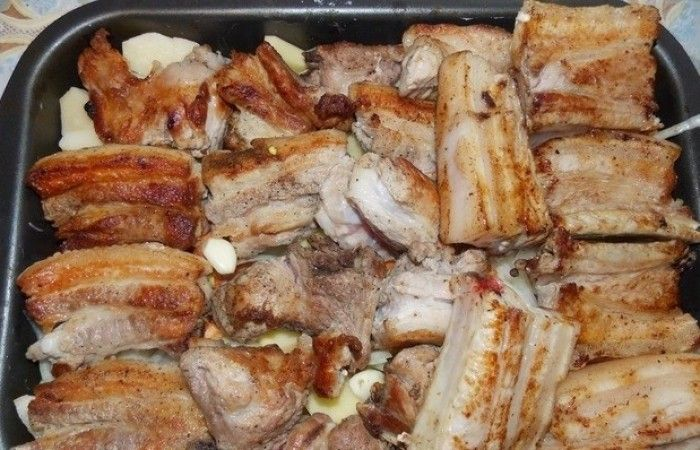Ребрышки, запеченные с картофелем