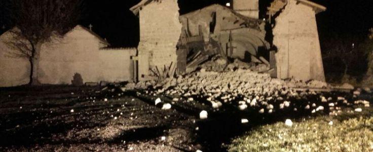"""Terremoto, forti scosse in Centro Italia. La prima di magnitudo 5.4, la seconda 5.9, terza 4,6. Sindaco di Ussita: """"Paese finito"""". Tremano Roma e L'Aquila"""
